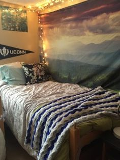 Pin a cool dorm rooms college tapestry . good vibes wall tapestry for dorm decor college room ideas . Dream Rooms, Dream Bedroom, Dorm Design, Cool Dorm Rooms, College Dorm Decorations, The Doors, Dorm Life, College Life, College Dorm Rooms