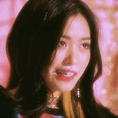 icon, lia, and sparkly image Kpop Aesthetic, Aesthetic Photo, Iphone Wallpaper Japan, Girl Crushes, Kpop Girls, Korean Girl, Girl Group, Cool Girl, Idol