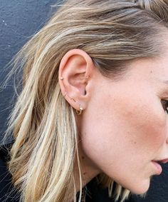 When you've filled up your lobes with constellation piercings, here's the next trend to consider. Meet the auricle piercing. When you've filled up your lobes with constellation piercings, here's the next trend to consider. Meet the auricle piercing. Piercing Orbital, Piercing No Tragus, Spiderbite Piercings, Faux Piercing, Pretty Ear Piercings, Ear Peircings, Piercing Tattoo, Triple Lobe Piercing, Double Forward Helix Piercing
