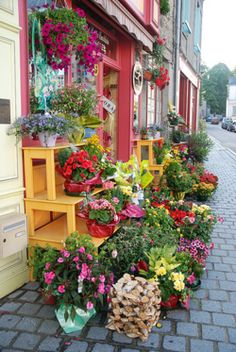 "I saw flower shops like this often during my visit to England. thehappinessofliving: "" Posted By The Happiness of Living Click Here to Follow My Blog for More Beautiful & Inspirational Pics """