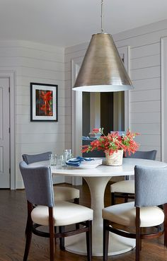 Small dining area designed by Meriwether Design Group (via House of Turquoise).