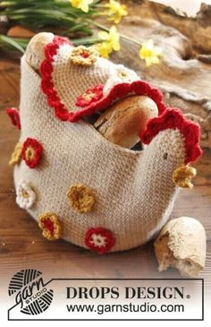 """Free pattern DROPS Easter: Crochet DROPS chicken basket in """"Nepal"""". ~ DROPS Design {My sister wants chickens in the kitchen, she will have chickens. Crochet Easter, Easter Crochet Patterns, Potholder Patterns, Crochet Kitchen, Crochet Home, Love Crochet, Knit Crochet, Ravelry Crochet, Crochet Gratis"""