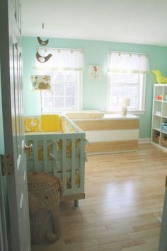 Quarto de bebê verde clean