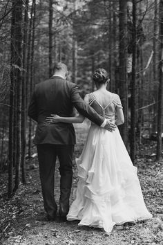 Dress by Hayley Paige / Woodsy New Hampshire Wedding - Classic Bride blog
