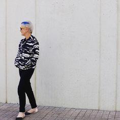 "Hoy en el blog ""contigo, pan y cebolla?"" #canaskilosyestilo #canas #kilos #estilo #moda #blogdemoda #mayoresde50 #amor #romanticismo #lookdeldia #fashionista #ootd #gray #style #over50style #fashion #fashionover50 #love #romanticism #over50andfabulous #instafashion #fashionblogger #fashionblog #blancoynegro #blackandwhite"