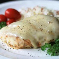 Smoked Mozzarella Skillet Chicken Iron Skillet Recipes, Chicken Skillet Recipes, Cast Iron Recipes, Chicken Meals, Skillet Meals, Turkey Recipes, Skillet Food, Keto Chicken, Healthy Chicken