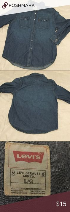 """Levi's Long Sleeve Denim Top Measures 23"""" across from armpit to armpit and is 28"""" in length in front and 39 1/2"""" in length in back. No rips, stains or tears. Smoke free home. Levi's Shirts Casual Button Down Shirts"""