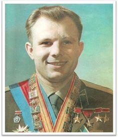 24 мая 1945 года семья Гагариных переехала в Гжатск. В мае 1949 года Гагарин окончил шестой класс Гжатской средней школы, и 30 сентября поступил в Люберецкое ремесленное училище № 10. Одновременно поступил в вечернюю школу рабочей молодёжи, седьмой класс которой окончил в мае 1951 года, а в июне окончил с отличием училище по специальности формовщик-литейщик.