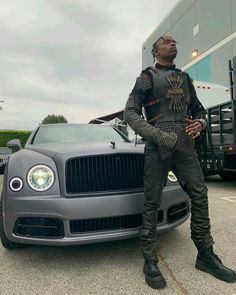"""Rapper Travis Scott models his own custom set of armor in the style of """"Game of Thrones"""" — and girlfriend Kylie Jenner's a fan. Kris Jenner, Kendall Jenner, Kylie, J Cole And Drake, Travis Scott Outfits, Travis Scott Wallpapers, Young Thug, American Rappers, Kourtney Kardashian"""