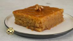 Μελαχρινό το λένε για το σκούρο χρώμα του και φτωχό γιατί δεν έχει βούτυρο, γάλα και αυγά! Πρόκειται για ένα νόστιμο, εύκολο και νηστίσιμο γλυκάκι! Ελάτε να το κάνουμε μαζί! ΥΛΙΚΑ Για το Σιρόπι 600 γρ ζάχαρη 600 ml Cornbread, Good Food, Fun Food, Deserts, Pie, Sweet, Ethnic Recipes, Cakes, Gastronomia