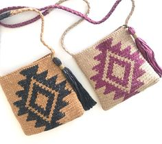 Perfect format to walk with the essentials, shoulder bag type. I present with them some outfit that… de ganchillo para la compra Love Crochet, Beautiful Crochet, Crochet Baby, Tapestry Crochet Patterns, Crochet Stitches, Crochet Crafts, Crochet Projects, Crochet Shoulder Bags, Crochet Storage