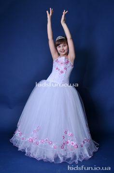 Прокат детских нарядных платьев в Киеве. Примерки по записи: 067-291-56-68 Елена. Все модели платьев с ценами на сайте: kidsfun.io.ua #прокат #детских #нарядных #платьев #выпускные_платья #киев #прокат #бальные #стильные