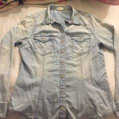 Chambray light Jean wash shirt Light Jean wash Other