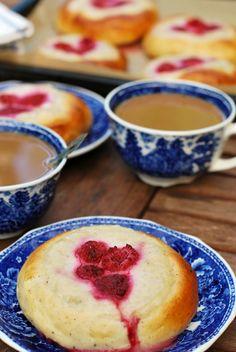 Unelma pehmeät vegaaniset vadelma-rahkapullat Korn, Muffin, Pudding, Candy, Baking, Breakfast, Sweet, Desserts, Ideas