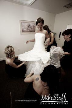 bride pre-ceremony, bride getting ready