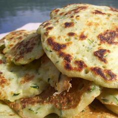 Some good ideas for the next Brunch w. // Zucchini Blinis we love! Easy Healthy Recipes, Vegetarian Recipes, Easy Meals, Cooking Recipes, Healthy Protein Breakfast, Good Food, Yummy Food, Ramadan Recipes, Cooking Light