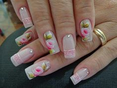 Unha decorada com flores rosa com branco e folhinhas verdes. Pink Nails, My Nails, Finger, Bath And Beyond Coupon, Flower Nails, Cookies Et Biscuits, Nail Arts, Craft Videos, You Nailed It