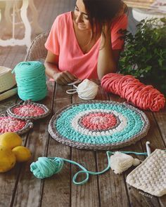 SusiMiu | Patrón de Bajo Platos de trapillo Diy Crochet And Knitting, Crochet Motifs, Crochet Mandala, Love Crochet, Crochet Patterns, Knitting Projects, Crochet Projects, Cotton Cord, Crochet Home Decor