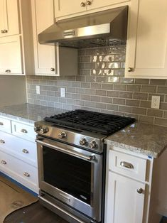 Kitchen Remodeling: Choosing Your New Kitchen Cabinets - Kitchen Remodel Ideas Kitchen Redo, Kitchen Tiles, Home Decor Kitchen, Kitchen Cabinets, Black Appliances White Cabinets, Kitchen Counters, Oak Cabinets, Bathroom Cabinets, Countertops