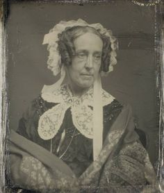 Albert Sands Southworth and Josiah Johnson Hawes operated a daguerreotype studio together in Boston, MA. Vintage Photos Women, Vintage Photographs, Vintage Images, Antique Pictures, Old Photos, Musical Hair, Victoria Reign, Civil War Fashion, Victorian Women