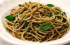 Espaguete integral com pesto de rúcula   Panelinha - Receitas que funcionam