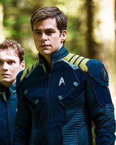 chris pine - he's starting to look more like TOS Kirk!