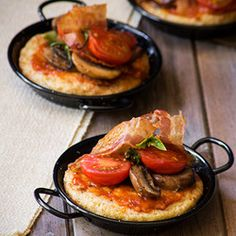 Decadent breakfast recipe for French Toast, served with bacon, mushrooms and sun-dried tomato pesto Ingredients 4 slices of brown bread 2 large eggs 3 T ml) fresh cream or […] Fried Mushrooms, Stuffed Mushrooms, Stuffed Peppers, Fried Tomatoes, Tomato Pesto, French Toast Bake, Bacon Recipes, Breakfast Recipes, Brunch