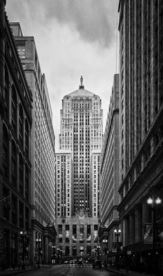 """LaSalle Canyon, Chicago"" ~ I have lived in Chicago more than half my life, even worked at LaSalle bank which is on this street yet, I've never heard this area referred to as ""LaSalle Canyon""....<3 this :-)"