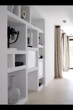 Piet Boon | vakkenkast met (reno)stuc als eenheid met de muur.: