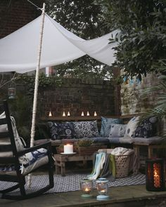 Create a cosy bench area with cushions, throws and lighting - 24 small courtyard garden ideas Outdoor Seating Areas, Outdoor Rooms, Outdoor Living, Outdoor Sheds, Seating Area In Garden, Corner Seating, Outdoor Benches, Small Courtyard Gardens, Small Courtyards