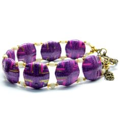 Purple Square Paper Beads Bracelet with Ivory Stones Make Paper Beads, Paper Bead Jewelry, Plastic Jewelry, Fabric Jewelry, How To Make Beads, Beaded Jewelry, Beaded Bracelets, Paper Beads Template, Magazine Crafts