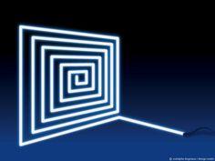 Dessiner la lumière, designer la lumière, expériences. Au-delà d'une production d'objet, d'une prise en compte des usages ou d'une réponse à une demande, le design est avant tout une attitude, une démarche particulière pour projet particulier. Avant de répondre à une problématique, le designer questionne, expérimente, conceptualise le sujet qu'il doit travailler. Ces recherches ont autant de …