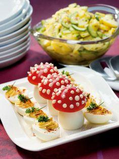 Tomatenfliegenpilze und Russische Eier auf Kartoffelsalat vom MAGGI KOCHSTUDIO