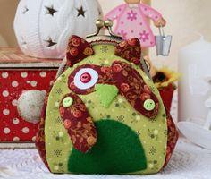 Green kiss lock coin purse with cute kawaii owl / от RabbitLia