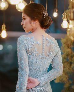 Traditional Dresses Designs, Traditional Gowns, Myanmar Traditional Dress, Traditional Fashion, Blue Wedding Dresses, Wedding Gowns, Model Dress Kebaya, Dress Brokat Modern, Model Kebaya Modern