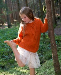 Hug Me Kids& Sweatshirt Simple sweater for children with garter stitch, inserted arm and braid. Knit in brushed baby pack. Ethical trade and sustainable production. Hug Me, Garter Stitch, Beautiful Patterns, Wool Sweaters, Rib Knit, Lace Skirt, Tunic Tops, One Piece, Kids