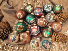 Rosemaling ornaments...@Donna Olander Aren't these fab!?