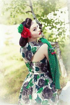 Idda van Munster: Love Ur Look: Green Leaf Button Back Dress Rockabilly Hair, Rockabilly Outfits, Rockabilly Fashion, Retro Fashion, Vintage Fashion, Rockabilly Clothing, Cars Vintage, Mode Vintage, Vintage Girls