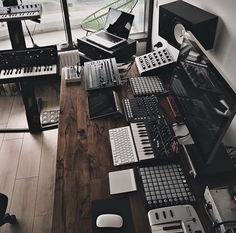 Trendy Home Studio Producer IdeasYou can find Music production and more on our website.Trendy Home Studio Producer Ideas Home Studio Musik, Music Studio Room, Sound Studio, Audio Studio, Deco Studio, Studio Desk, Home Studio Setup, Studio Table, Setup Desk