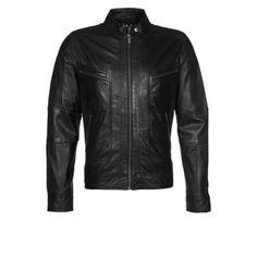 €400, Schwarze Leder Bomberjacke von Goosecraft. Online-Shop: Zalando. Klicken Sie hier für mehr Informationen: https://lookastic.com/men/shop_items/231532/redirect