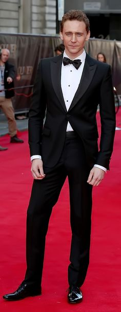 Tom Hiddleston attends the Laurence Olivier Awards at the Royal Opera House on April 13, 2014 in London, England. Source: Torrilla. Enlarge photo: http://imgbox.com/oa7Y5LpP