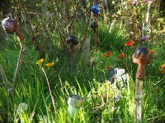 Dragon claws holding orbs - very interesting vintage garden art. Dragon Claw, My Secret Garden, Garden Art, Claws, Flowers, Vintage, Yard Art, Vintage Comics, Royal Icing Flowers