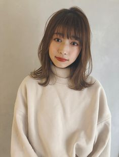 Aoyama, Medium Hair Styles, Bordeaux, Hairstyles, Woman, Haircuts, Hairdos, Mid Length Hairstyles, Hair Looks