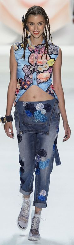 Desigual Collection Spring 2016 Ready-to-Wear +
