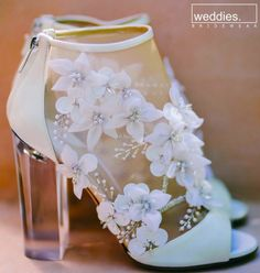 elegant modern floral heels // Whitney Port Wedding 44 Adorable Street Style Shoes For Starting Your Summer – elegant modern floral heels // Whitney Port Wedding Source Wedding Heels, Green Wedding Shoes, Bridal Heels, Pretty Shoes, Beautiful Shoes, Gorgeous Heels, Beautiful Images, Whitney Port Wedding, Wedding Trends