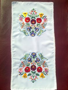 Hungarian Embroidery, Folk Embroidery, Ribbon Embroidery, Hobbit, Hungary, Flower Art, Folk Art, Floral Design, Artsy
