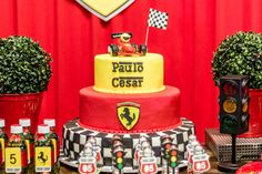 Bolo | Cake | Bolo para Festa Infantil | Bolo Decorado | Festa Infantil | Bolo divertido | Festa Infantil | Tema Ferrari | Bolo temático | Ferrari