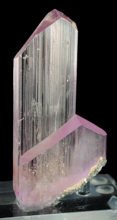 A cluster of 2 elongated Kunzite crystals with razor sharp terminations. Very aesthetic. From Pech, Kunar Province, Afghanistan