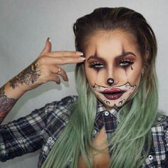 Not feeling inspired? No need to fret, we've got the scary part covered with 27 terrifyingly fun Halloween makeup ideas that require just your cosmetic stash and a little patience. You don't have to be a professional makeup artist to master a killer look. Halloween Inspo, Halloween Makeup Looks, Halloween Costumes, Halloween Photos, Halloween Clown Scary, Reddit Halloween, Girl Halloween, Vintage Halloween, Scary Makeup