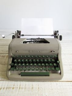 Vintage 1953 Royal Quiet DeLuxe Portable Typewriter